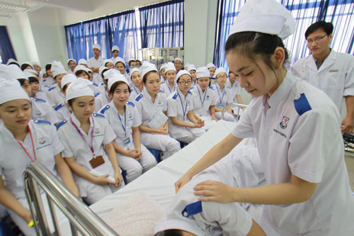 Chương trình Học bổng chuẩn hóa nghề dành cho các y tá và điều dưỡng Việt Nam sang làm việc tại Đức