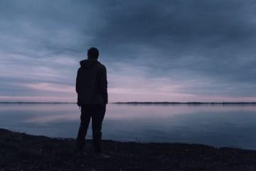 Lao động bỏ trốn về nước: Đáng trách hay đáng thương?